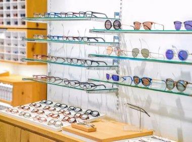 眼镜行业水有多深,2000块的眼镜成本30块